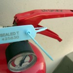 TWIGGYSEAL: adjustable plastic seal for fire extinguishers